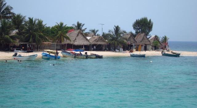 Houses and beach of Cayos Cochinos, Honduras