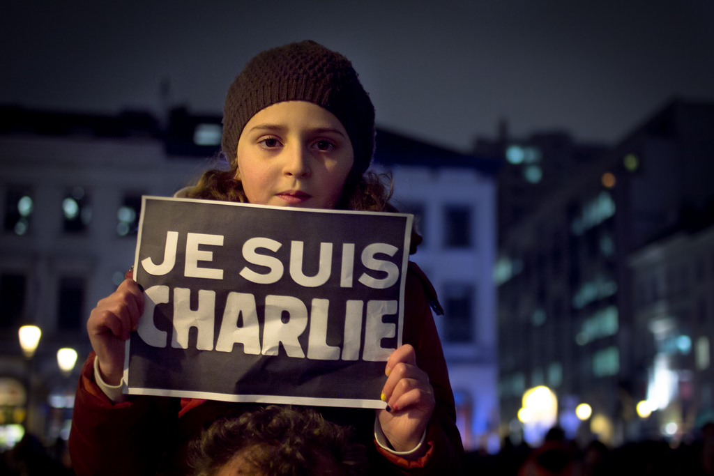 Little girl with Je suis Charlie plate