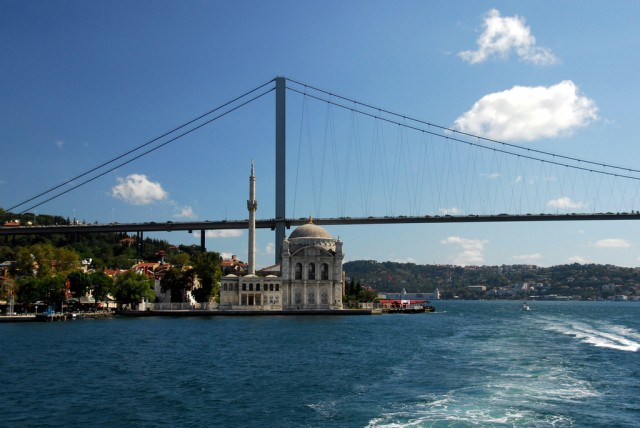 The Bosphorus with a little mosque ©Tinou Bao