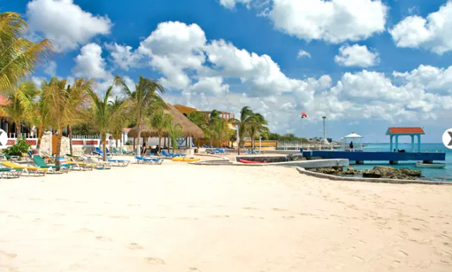 Hotel Cozumel and Resort - beach view