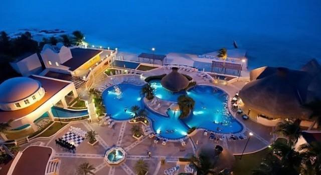 Pool view of El Cozumeleno Beach Resort