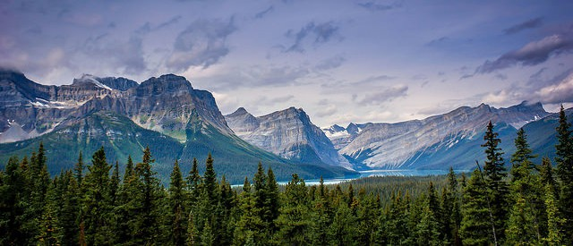 The Canadian Rocky Mountains shines above, a typical Canadian view ©Lea/flickr