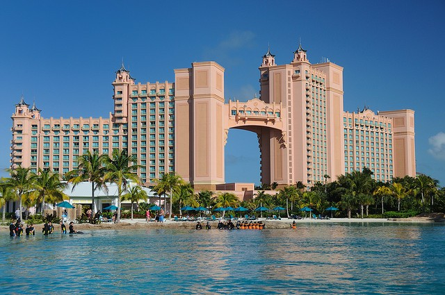 The Royal Towers of of Atlantis Resort, a luxurious destination of Bahamas ©Scott Ableman/flickr