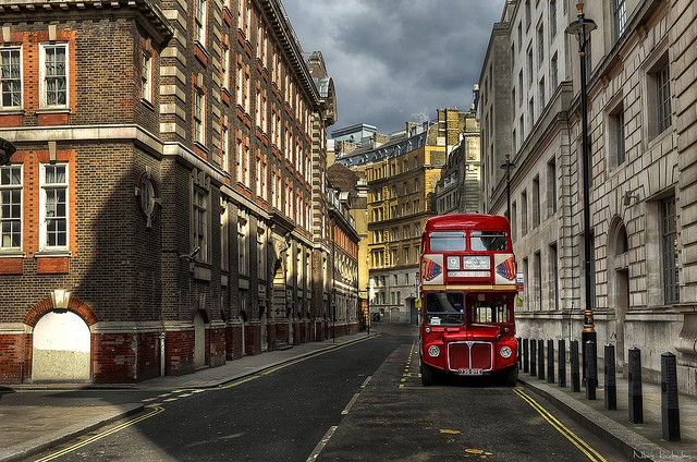A quintissential view of London with its trademark double decker, the capital  and largest city of the UK, London ©Nikos Koutoulas/flickr