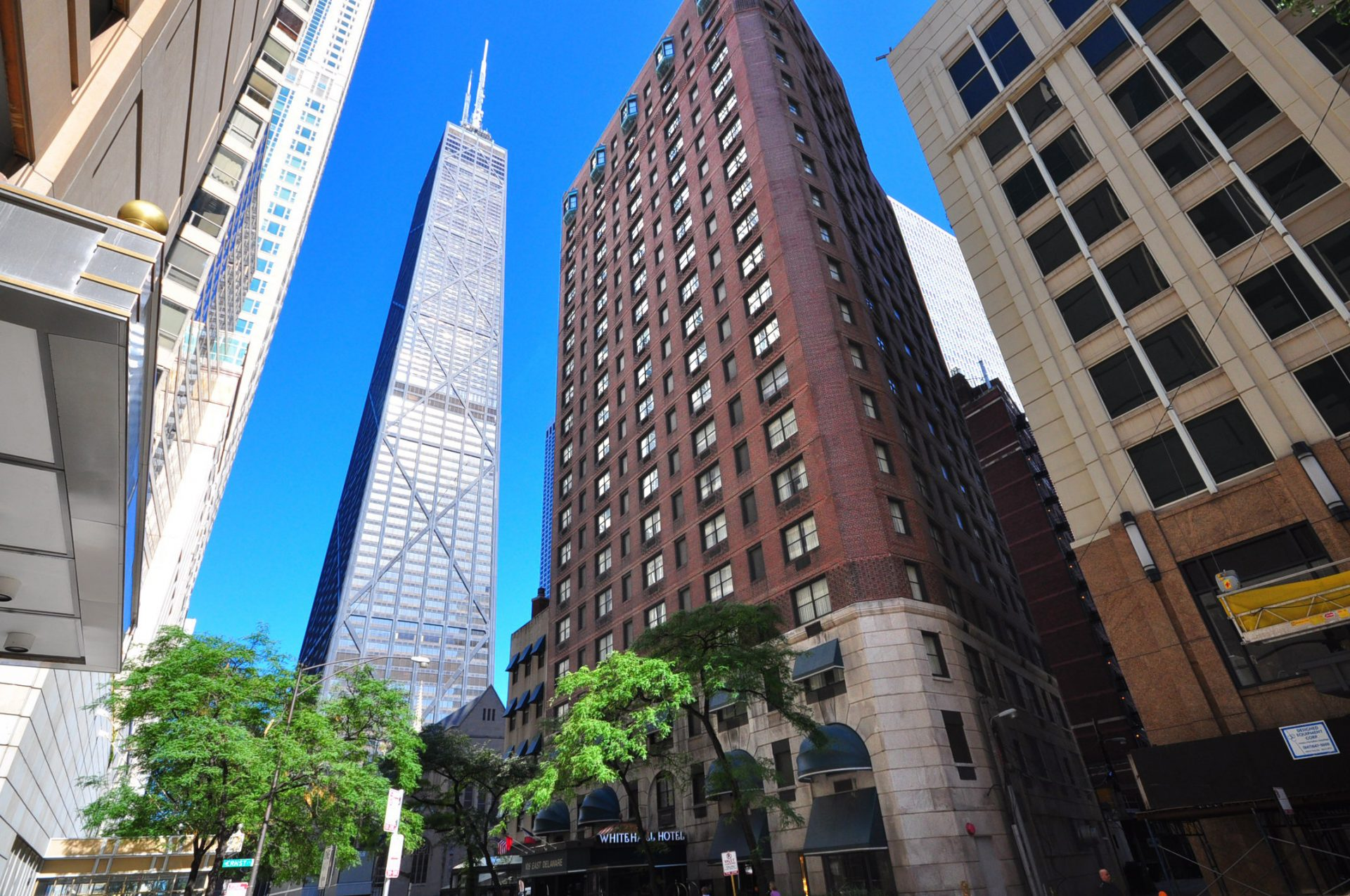4 star boutique the whitehall hotel in chicago for 84 for Suites in chicago