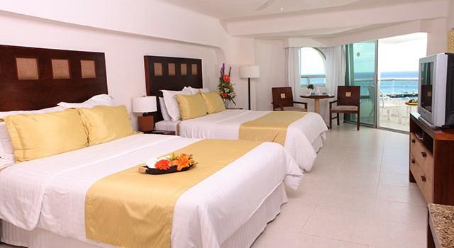 Deluxe room at El Cid La Ceiba