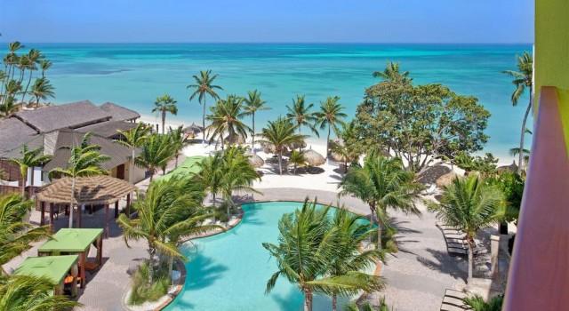 Holiday Inn Resort Aruba pool and beach view
