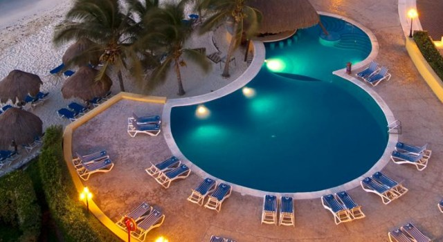 Pool and beach at Melia Vacation Club Cozumel