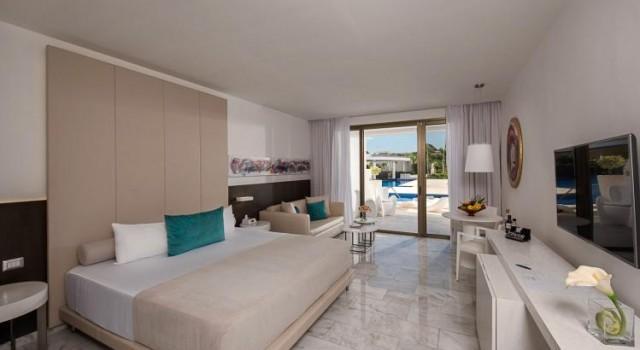 Junior suite at Platinum Yucatan Princess