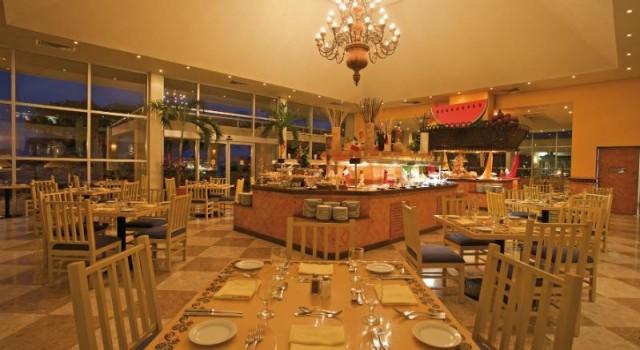 Restaurant at Grand Park Royal Cancun Caribe
