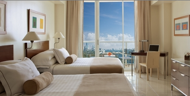 Guest room at Sonesta Coconut Grove Miami