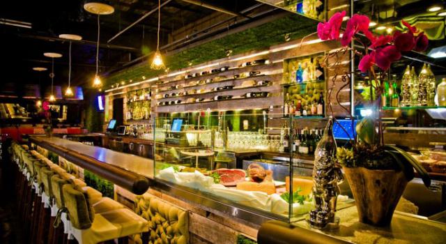 Vin de Syrah bar at Gaslamp Plaza Suites