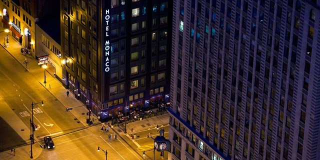 Monaco chicago luxury hotel in downtown from 119 the for Fancy hotels in chicago