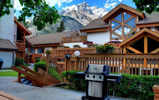 Exterior view of Banff Rocky Mountain Resort