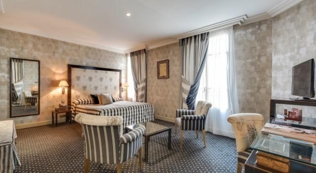 Guest room at Villa Lutece