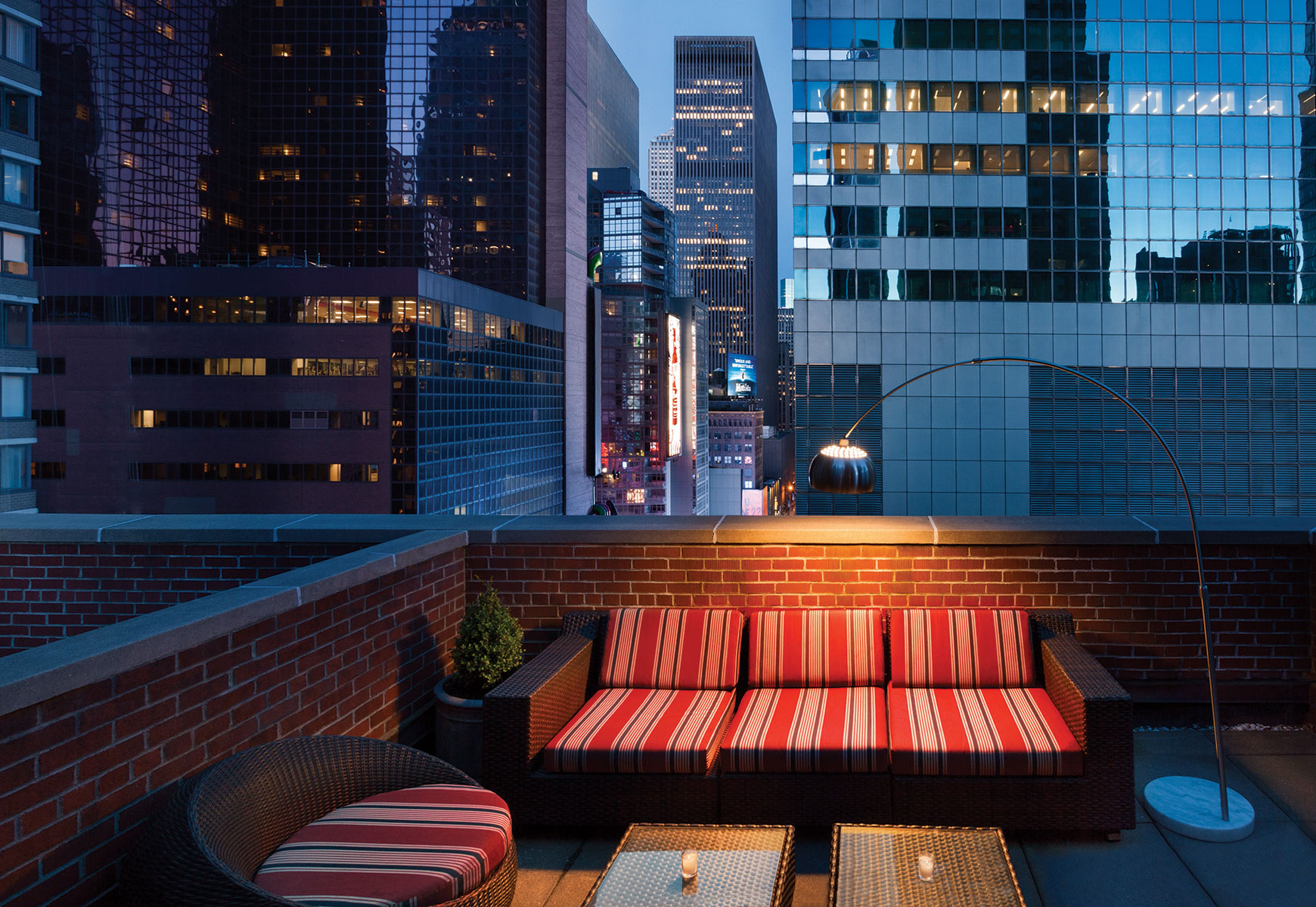 the gallivant times square hotel in new york for 179. Black Bedroom Furniture Sets. Home Design Ideas