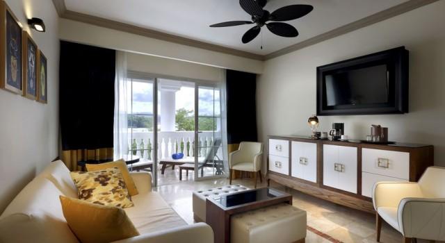 Suite at Grand Palladium Lady Hamilton Resort