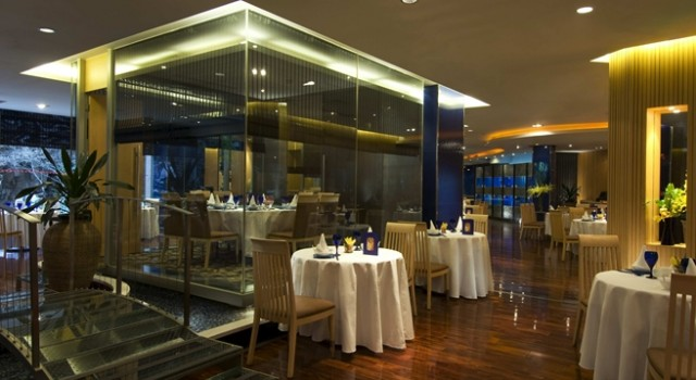 Restaurant at Hilton Shanghai hotel