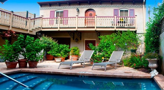 The courtyard of McMillan Inn in Savannah