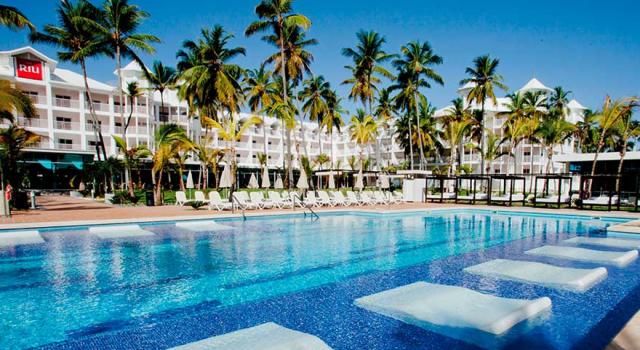 Pool at Hotel Riu Palace Macao