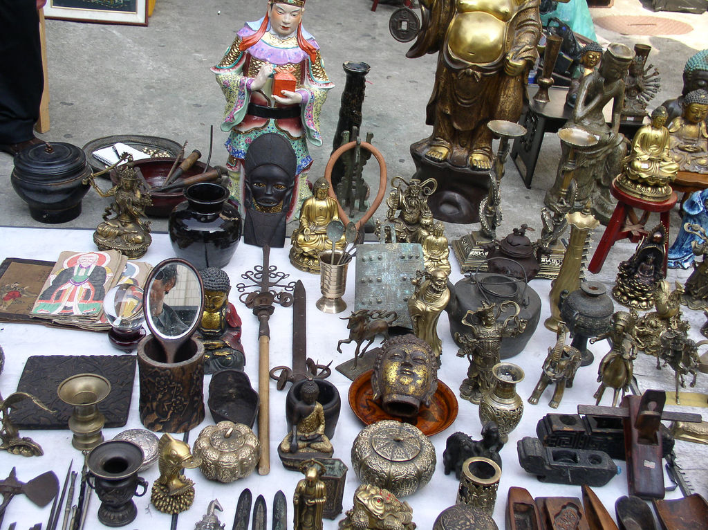 Thrifty travel the best flea markets in the world the for Antique marketplace