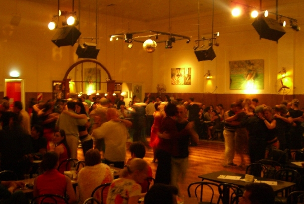 Where to dance tango in buenos aires the travel enthusiast the travel enthusiast for A puro tango salon canning